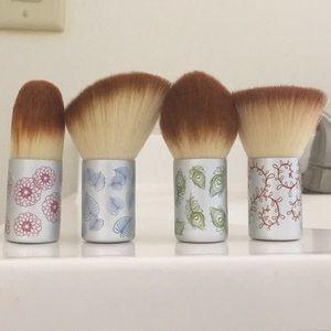 EcoTools Kabuki Brush Set Of 4 (Limited Edition)